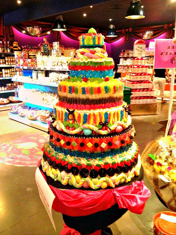 Un anniversaire haut en couleur et en bonbons - Decoration en bonbon pour anniversaire ...